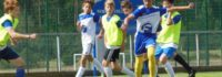 Sprachunterricht und Fußballtraining