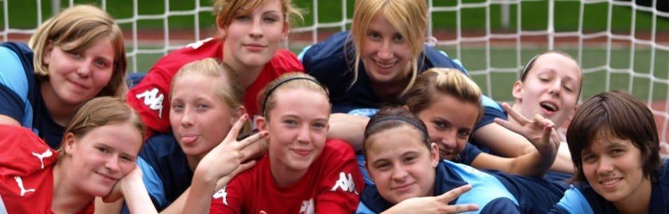Mädchenfußball - Freundinnen im Fußballcamp