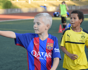 Junge Fußballtrikot