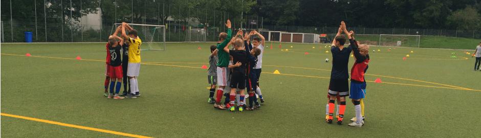 Junior Camp Fußballplatz Gruppenaufgabe