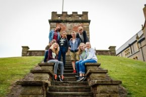 Bath University Kinder auf Treppe