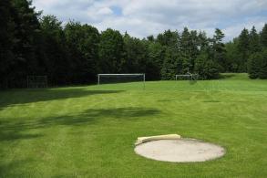 Schullandheim Dinkelscherben Fussballwiese und Kugelstossring