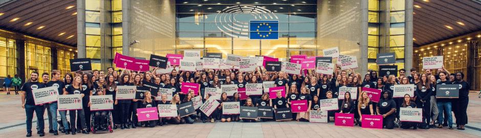 ONE-Jugendbotschafter vor EU-Parlament