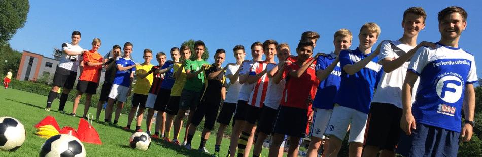 Fußballschule NRW - Kinder in Reihe