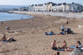 Der Strand von Exmouth an der englischen Südküste