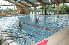 Schwimmhalle als Teil des Sportprogrammes