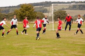 Tägliches Fußballtraining im Englisch Feriencamp