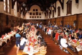 Pompöser Essenssaal im College