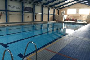 Schwimmhalle als weiteres Sportangebot am College